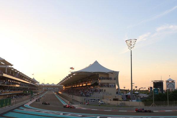 Yas Marina Circuit, Abu Dhabi, United Arab Emirates. Sunday 29 November 2015. Max Verstappen, Toro Rosso STR10 Renault, leads Sebastian Vettel, Ferrari SF-15T. World Copyright: Will Taylor-Medhurst/LAT Photographic ref: Digital Image 267A9993