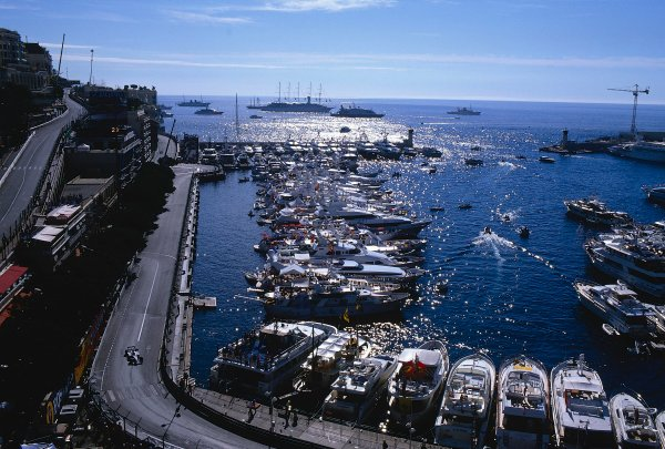 2002 Monaco Grand Prix.Monte Carlo, Monaco. 23-26 May 2002.A picturesque view of the harbour in Montew Carlo, with Jacques Villeneuve (B.A R. 004 Honda) at Tabac.Ref-02 MON 40.World Copyright - LAT Photographic