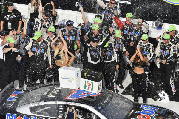 #4: Kevin Harvick, Stewart-Haas Racing, Ford Mustang Mobil 1 celebrates his win