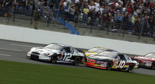 Race winner and rookie Ryan Newman (USA) Mobil Chevrolet leads the pack.
