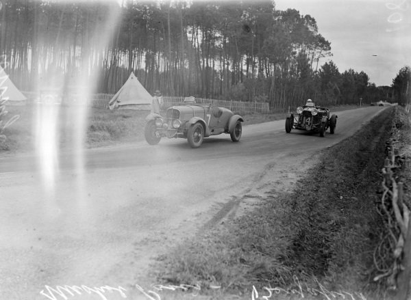 Louis Paris / Marcel Mongin, Delahaye 18CV Sport leads Dudley Benjafield / Sir Roland Gunter, Fox & Nichol, Lagonda Rapide M45.