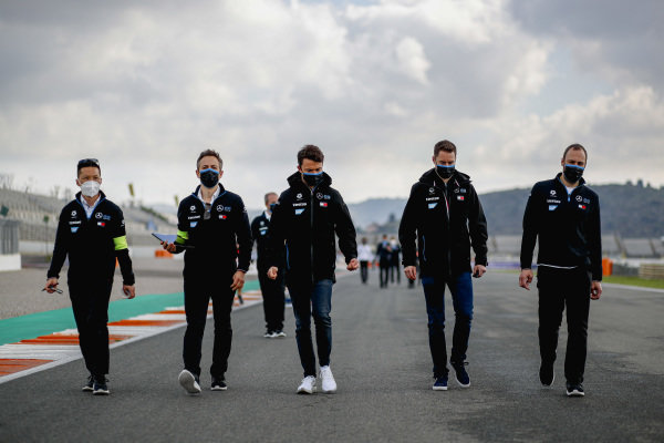 Nyck de Vries (NLD), Mercedes Benz EQ, and Stoffel Vandoorne (BEL), Mercedes Benz EQ, walk the track with their team