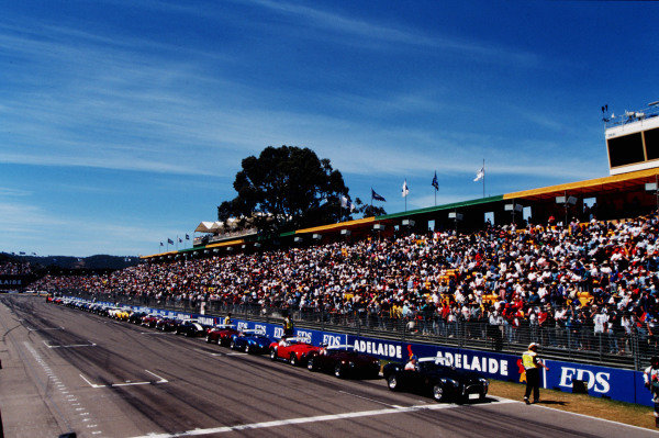 1995 Australian Grand Prix. Adelaide, Australia. 10-12 November 1995. A line of classic cars takes to the track for the drivers parade lap. Ref-95 AUS 29. World Copyright - LAT Photographic