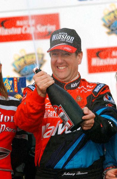 2002 NASCAR North Carolina,USA November 1-3, 2002 Pop Secret 400, North Carolina Speedway-Johnny Benson sprays the champagene,-Robt LeSieur2002LAT Photographic