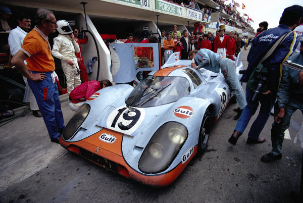 Richard Attwood / Herbert Mueller, J. W. Automotive Engineering, Porsche 917 K, in the pitlane.