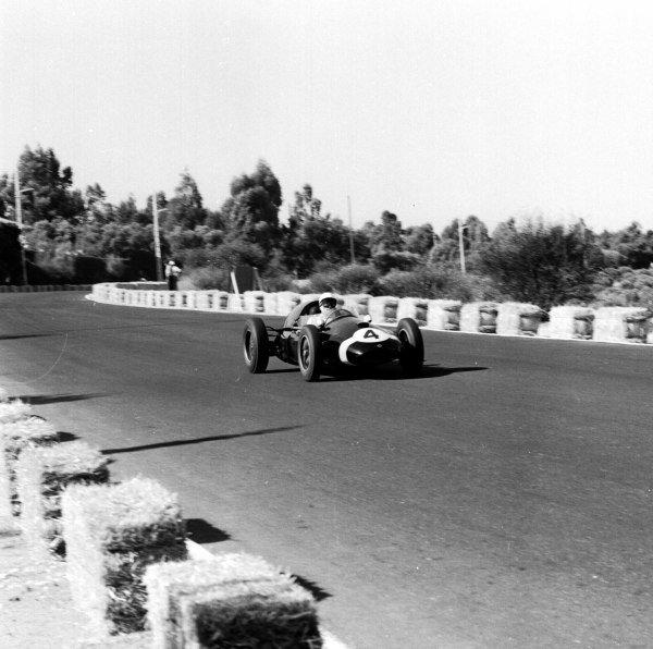 1959 Portuguese Grand Prix.Monsanto, Lisbon, Portugal. 21-23 August 1959.Stirling Moss (Cooper T51 Climax), 1st position. Ref-4857.World Copyright - LAT Photographic
