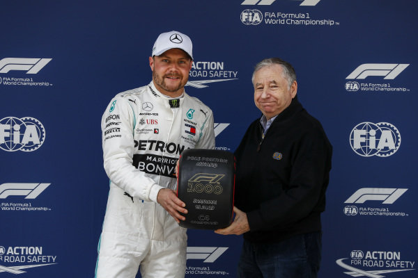 Valtteri Bottas, Mercedes AMG F1 and Jean Todt, President, FIA with the Pirelli Pole Position Award in Parc Ferme