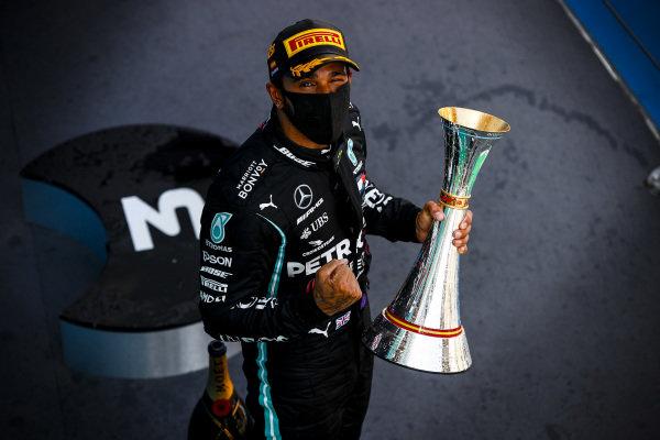Race Winner Lewis Hamilton, Mercedes-AMG Petronas F1 celebrates on the podium