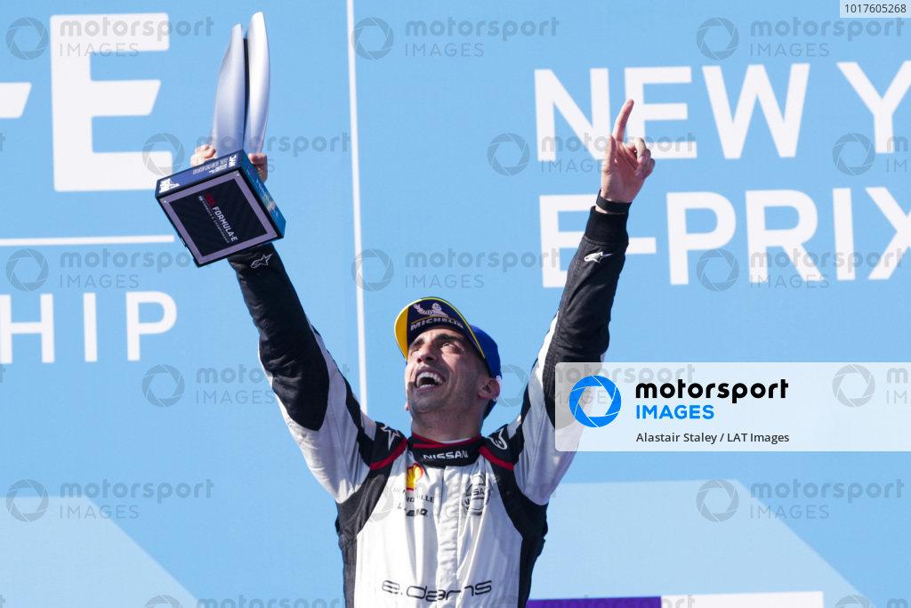 Race winner Sébastien Buemi (CHE), Nissan e.Dams celebrates on the podium