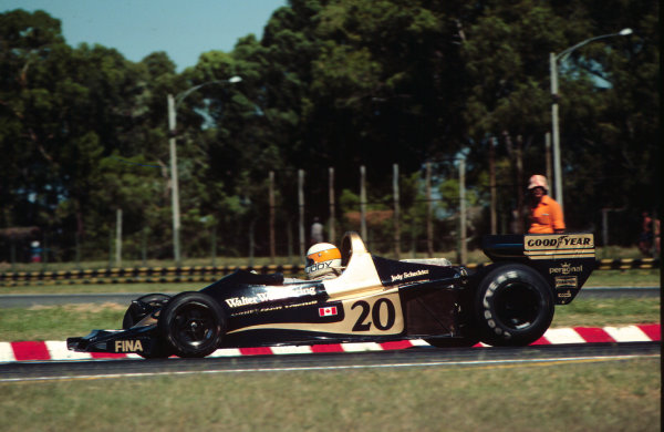 1977 Argentinian Grand Prix. Buenos Aires, Argentina. 7-9 January 1977. Jody Scheckter (Wolf WR1 Ford) 1st position. World Copyright - LAT Photographic Ref: 77ARG27