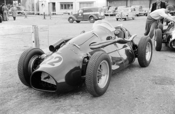 Roy Salvadori's Connaught A Francis.