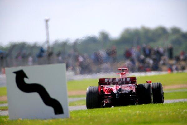 2007 British Grand PrixSilverstone, Northamptonshire, England.6th - 8th July 2007.Felipe Massa, Ferrari F2007 at Becketts. Action.World Copyright: Lorenzo Bellanca/LAT Photographicref: Digital Image ZD2J8076