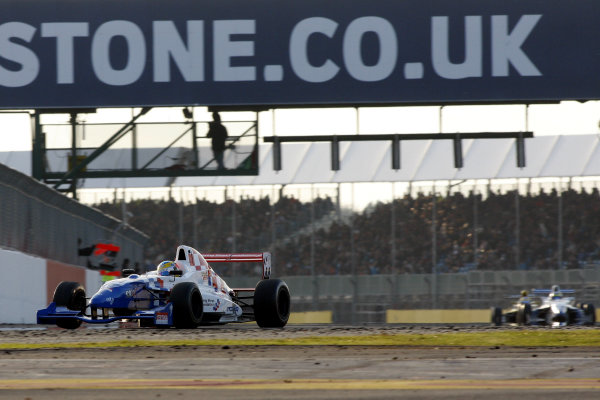 Silverstone, Northamptonshire. 14th - 16th October 2011.Oliver Rowland (GBR) Fortec Motorsport Formula Renault.World Copyright: Ebrey/LAT Photographic.