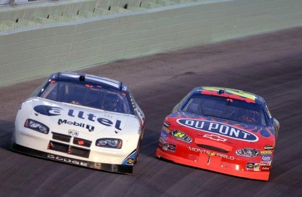 Jeff Gordon (USA) chases Ryan Newman (USA). NASCAR Nextel Cup, Rd36, Homestead-Miami Speedway, Florida, USA, 20 November 2005. DIGITAL IMAGE