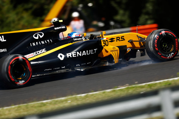 Hungaroring, Budapest, Hungary.  Friday 28 July 2017. Jolyon Palmer, Renault R.S.17, damages a tyre and loses a front wing in FP1 after running wide. World Copyright: Glenn Dunbar/LAT Images  ref: Digital Image _X4I0244