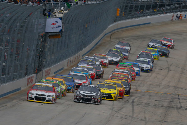 2-4 October, 2015, Dover, Delaware USA Kevin Harvick and Kyle Larson restart ?2015, Russell LaBounty LAT Photo USA