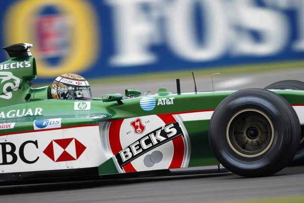 2002 British Grand Prix - RaceSilverstone, England. 7th July 2002.Eddie Irvine (Jaguar R3).World Copyright: Steve Etherington/LATref: Digital Image Only