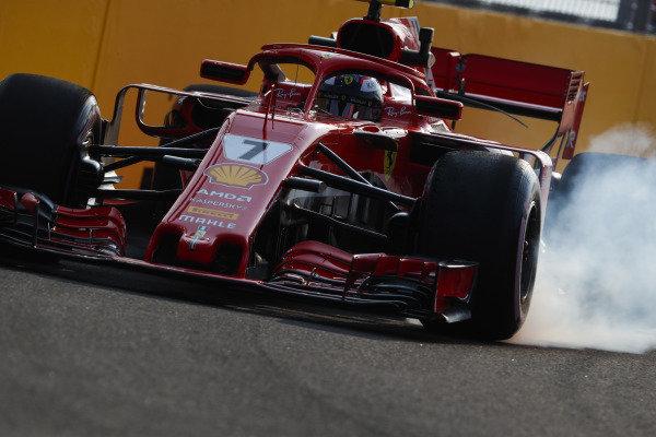 Kimi Raikkonen, Ferrari SF71H, locks-up a front wheel.