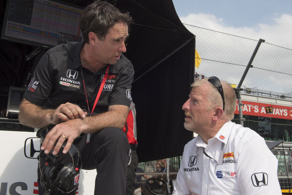 Bryan Herta talks with Rob Edwards, Andretti Herta with Marco & Curb-Agajanian Honda