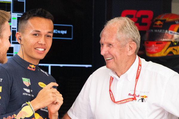 Alexander Albon, Red Bull Racing, and Helmut Marko, Consultant, Red Bull Racing