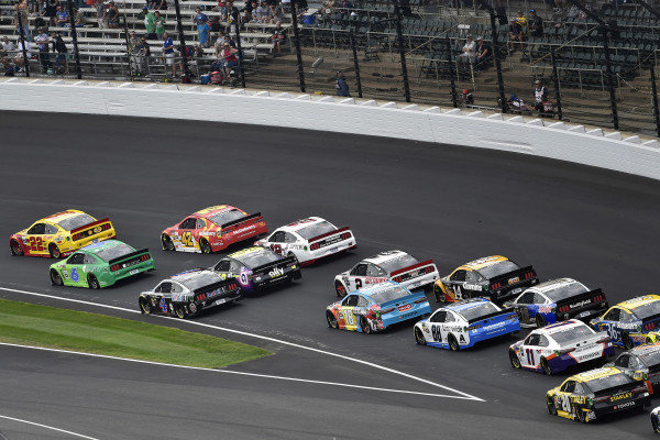 #22: Joey Logano, Team Penske, Ford Mustang Shell Pennzoil and #6: Ryan Newman, Roush Fenway Racing, Ford Mustang Acorns