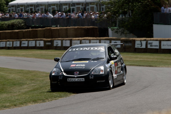 2005 Goodwood Festival of SpeedGoodwood Estate, West Sussex. 24th - 26th June Tom Chilton gets competitive in the Honda Civic Type-R. Action World Copyright: Gary Hawkins/LAT Photographicref: Digital Image Only
