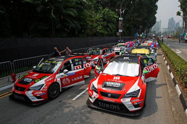 2015 TCR International Series Round 9. Marina Bay Circuit, Singapore. Saturday 19 September 2015. Pepe Oriola, No.74 Team Craft-Bamboo LUKOIL, and Jordi Gene, No.88 Team Craft-Bamboo LUKOIL, on the grid. World Copyright: Sam Bloxham/LAT Photographic. ref: Digital Image _G7C3528