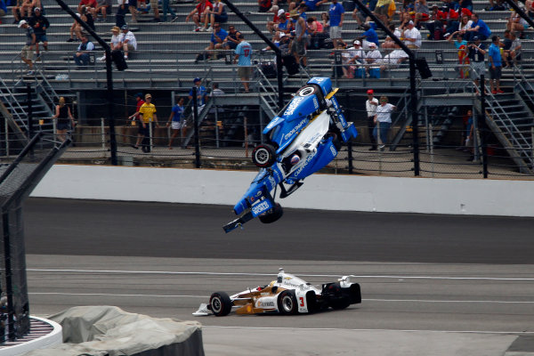 Verizon IndyCar Series Indianapolis 500 Race Indianapolis Motor Speedway, Indianapolis, IN USA Sunday 28 May 2017 Scott Dixon and Jay Howard crash in turn one World Copyright: Phillip Abbott LAT Images