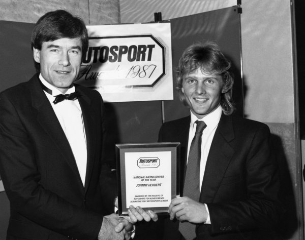 1987 Autosport Awards.Roof Gardens, Kensington, England. 06th January 1988.Tiff Needell presents the National Racing Driver of the Year Award to Johnny Herbert, portrait.World Copyright: LAT Photographic.