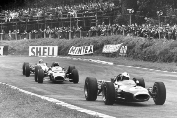1966 British Grand Prix.Brands Hatch, Great Britain. 16 July 1966.Denny Hulme, Brabham BT20-Repco, 2nd position, leads Graham Hill, BRM P261, 3rd position, and Jim Clark, Lotus 33-Climax, 4th position, action.World Copyright: LAT Photographic