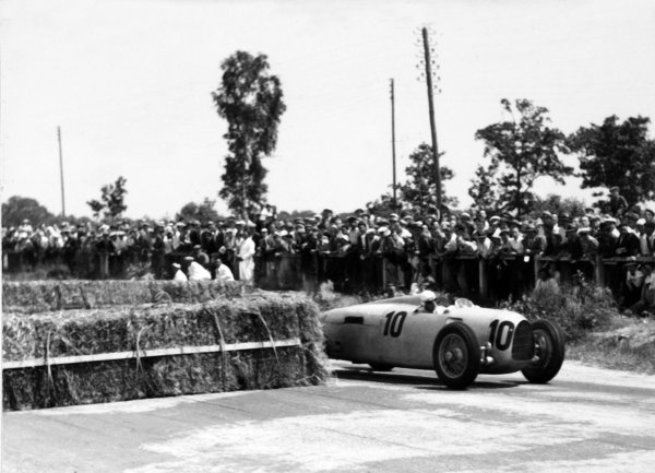 1935 French Grand Prix.Montlhery, France.23 June 1935.Hans Stuck, Auto Union B, retired, action.World - LAT Photographic