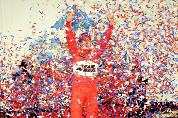 Race winner Ryan Briscoe (AUS) Team Penske celebrates on the podium. IndyCar Series, Rd15, Peak Anti Freeze 300, Chicagoland Speedway, Joliet, Illinois, USA, 29-30 August 2009.