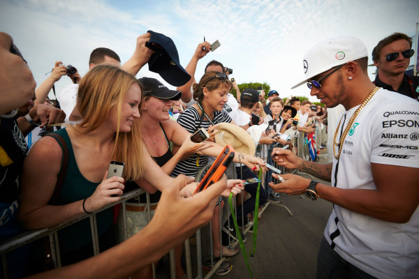 Yas Marina Circuit, Abu Dhabi, United Arab Emirates. Thursday 26 November 2015. Lewis Hamilton, Mercedes AMG, signs autographs for fans. World Copyright: Steve Etherington/LAT Photographic ref: Digital Image SNE23595