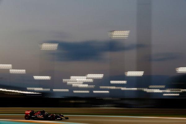 Yas Marina Circuit, Abu Dhabi, United Arab Emirates. Friday 27 November 2015. Max Verstappen, Toro Rosso STR10 Renault. World Copyright: Charles Coates/LAT Photographic ref: Digital Image _99O7375