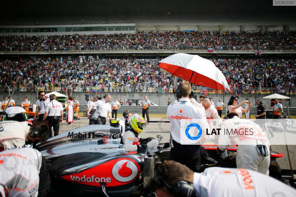 Shanghai International Circuit, Shanghai, China Sunday 14th April 2013 Sergio Perez, McLaren, arrives on the grid. World Copyright: Steven Tee/LAT Photographic ref: Digital Image _L0U9962