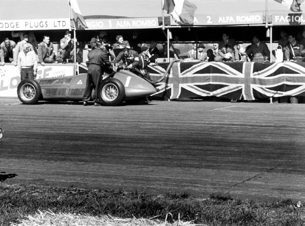 1950 British Grand Prix.Silverstone, Great Britain. 13th May 1950.Juan Manuel Fangio (Alfa Romeo 158) in the pits.World Copyright: LAT Photographicref: 3734I/24