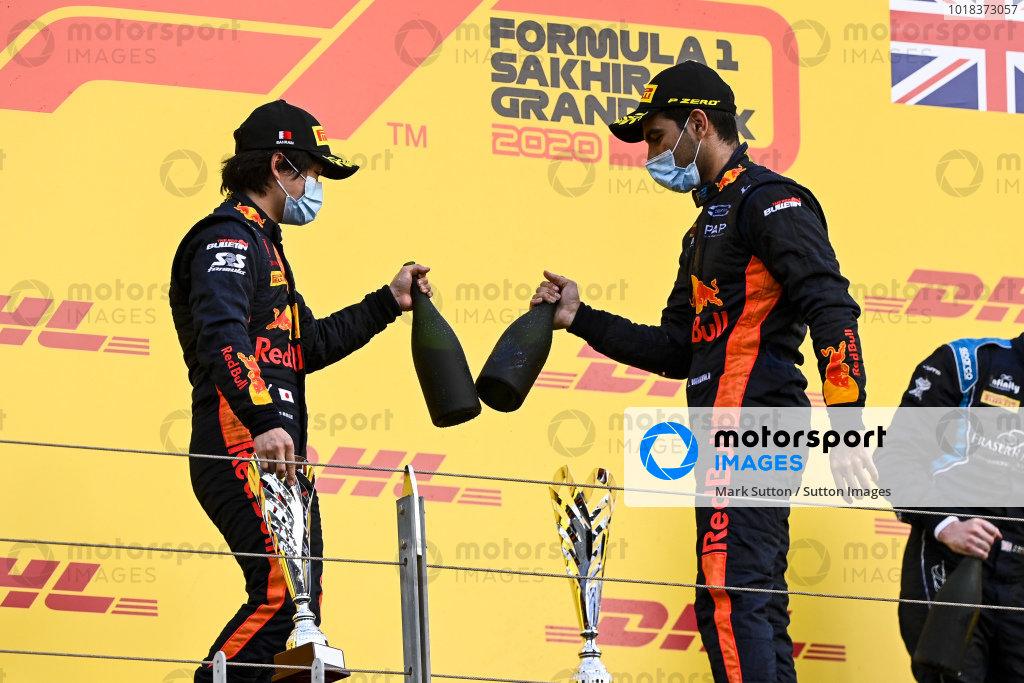 Yuki Tsunoda (JPN, CARLIN) and Race Winner Jehan Daruvala (IND, CARLIN) celebrate on the podium with the champagne