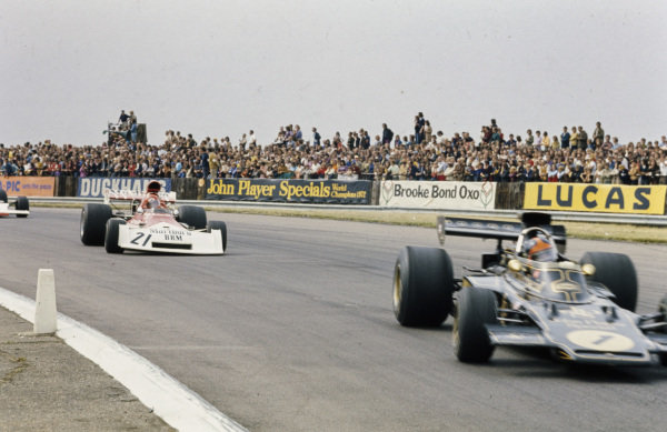 Emerson Fittipaldi, Lotus 72E Ford leads Niki Lauda, BRM P160E.
