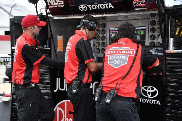 #18: Ryan Preece, Joe Gibbs Racing, Toyota Camry Craftsman crew