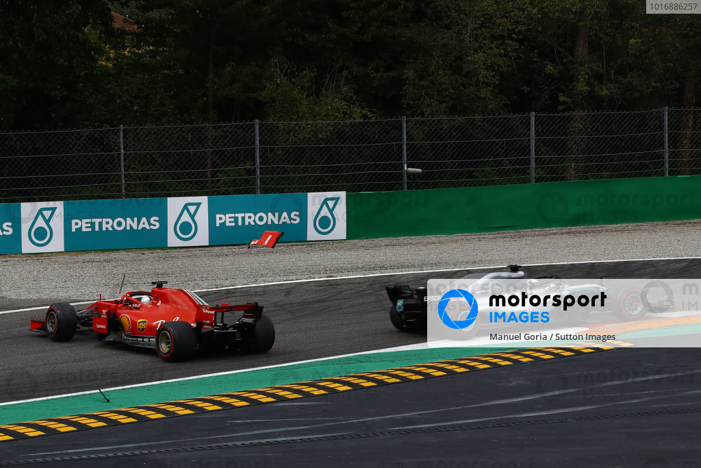 Sebastian Vettel, Ferrari SF71H facing the wrong way after making contact with Lewis Hamilton, Mercedes AMG F1 W09