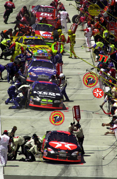 Headed by the car of Ricky Rudd, the crews service their cars during the first round of pitstops.NAPA Auto Parts 500 at California Speedway, Fontana, California, USA, 30 April,2000.-F Peirce Williams 2000 LAT PHOTOGRAPHIC USA