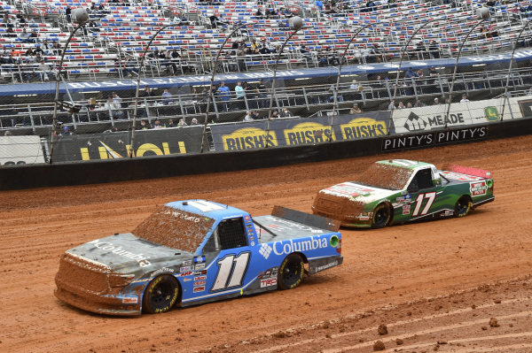 #11: Bubba Wallace, Spencer Davis Racing, Toyota Tundra Columbia Outdoor Clothing, #17: Kevin Harvick, Team DGR, Ford F-150 Hunt Brothers Pizza