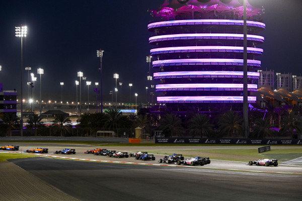 Lando Norris, McLaren MCL35M, leads Daniel Ricciardo, McLaren MCL35M, Fernando Alonso, Alpine A521, Carlos Sainz, Ferrari SF21, Lance Stroll, Aston Martin AMR21, and the remainder of the field at the start