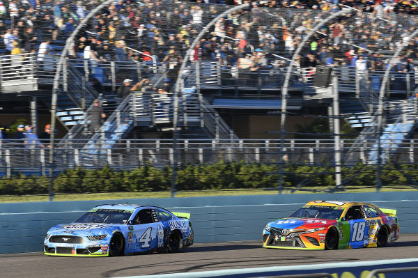 #4: Kevin Harvick, Stewart-Haas Racing, Ford Mustang Busch Light and #18: Kyle Busch, Joe Gibbs Racing, Toyota Camry M&M's