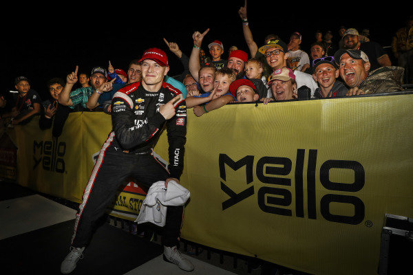 Josef Newgarden, Team Penske Chevrolet, podium, fans