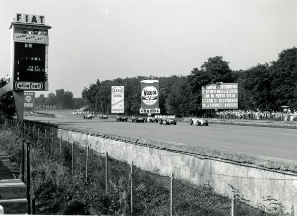 1957 USAC Monza 500.Monza, Italy. Start of the race that ran anti-clockwise around the circuit, action.World Copyright: LAT Photographic.Ref: 7448F #3