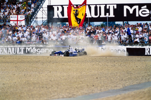 1996 British Grand Prix  Silverstone, England. 12-14 July 1996.  Damon Hill, Williams FW18 Renault, goes off into the gravel at Copse due to a loose wheel nut.  Ref: 96GB03. World copyright: LAT Photographic