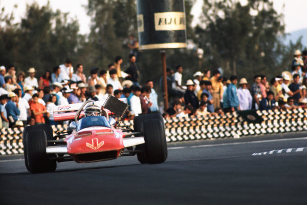 1970 Mexican Grand Prix.  Mexico City, Mexico. 23-25th October 1970.  John Surtees, Surtees TS7 Ford.  Ref: 70MEX15. World copyright: LAT Photographic