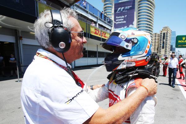2017 FIA Formula 2 Round 4. Baku City Circuit, Baku, Azerbaijan. Saturday 24 June 2017. Jean-Paul Driot, DAMS with Nyck De Vries (NED, Rapax)  Photo: Charles Coates/FIA Formula 2. ref: Digital Image AX0W9520