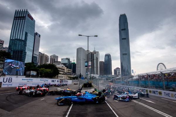 2016/2017 FIA Formula E Championship. Hong Kong ePrix, Hong Kong, China. Sunday 9 October 2016. Nicolas Prost (FRA), Renault e.Dams, Spark-Renault, Renault Z.E 16 at the start of the race. Photo: Zak Mauger/LAT/Formula E ref: Digital Image _L0U2135